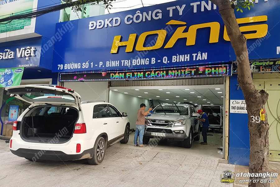 Ô tô Hoàng Kim vệ sinh nội thất ô tô chuyên nghiệp