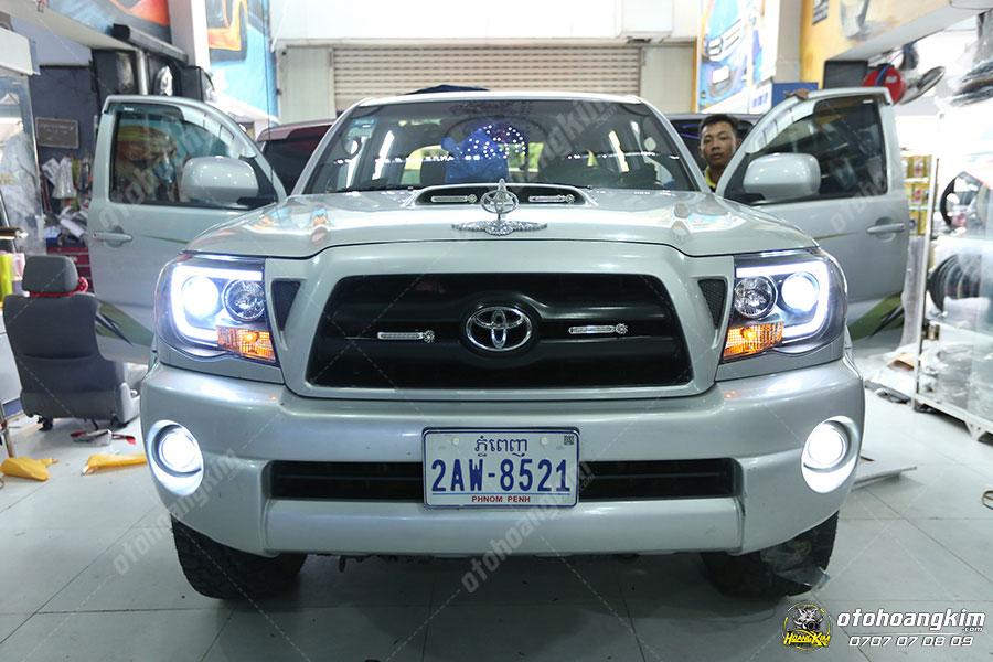 Ô tô Hoàng Kim độ đèn gầm chiếc Toyota Hillux
