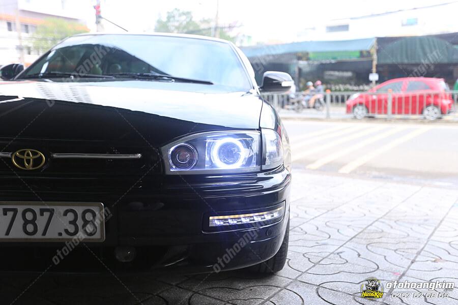 Đèn xenon trước Toyota Camry