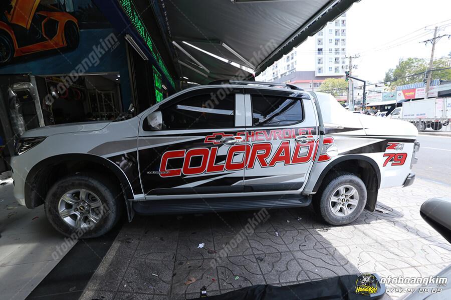 Xe bán tải Colorado được độ tem cực đẹp