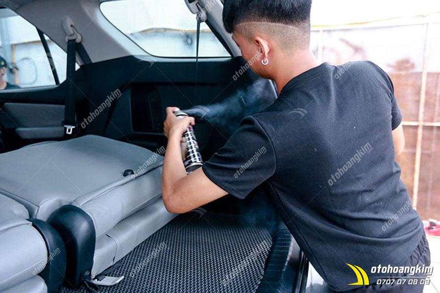 Dùng sản phẩm chăm sóc xe để giúp nội ngoại thất xe luôn như mới
