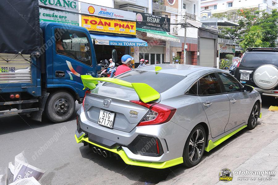 Lắp đuôi cá cao cực thể thao cho chiếc Honda Civic tại Ô Tô Hoàng Kim chi nhánh Tp.HCM và Bình Dương