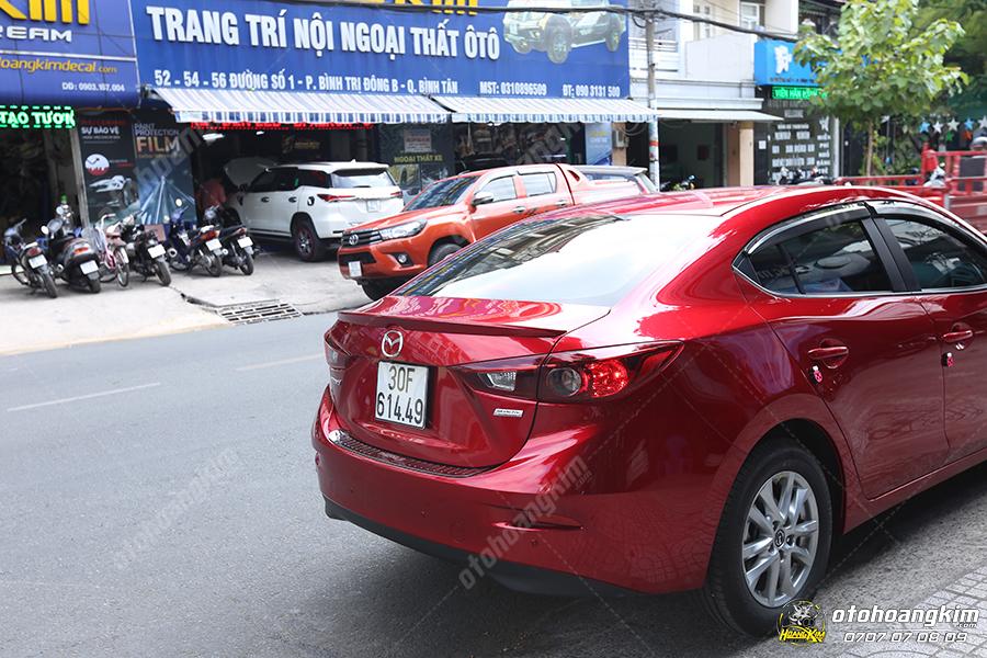 đuôi cá thấp cá tính cho dòng xe Mazda 3