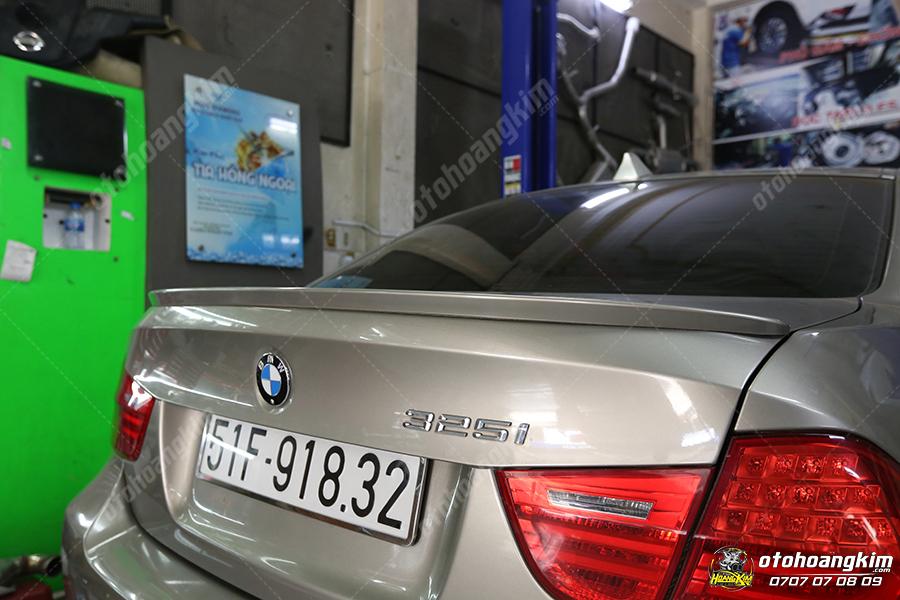 đuôi cá thấp cùng màu sơn dành cho xe BMW
