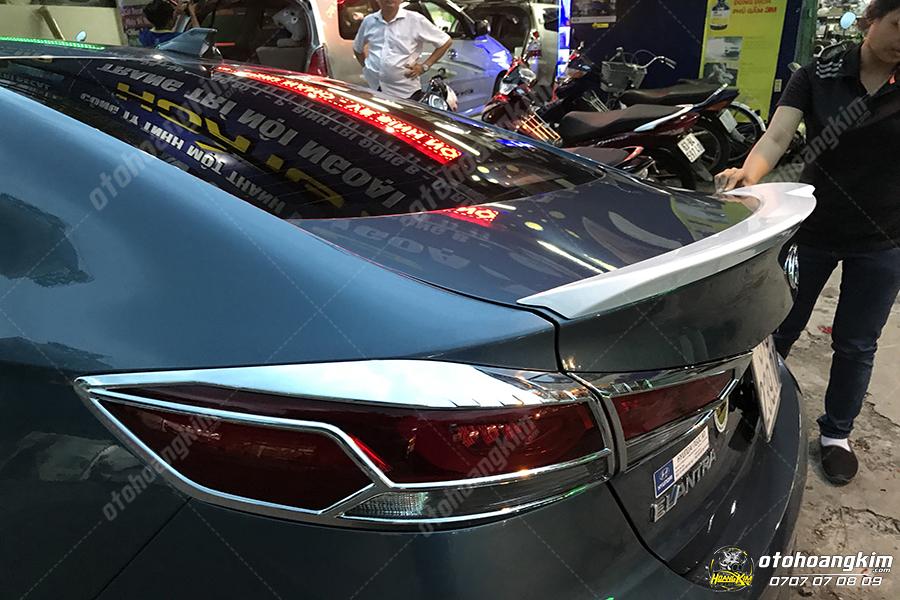 đuôi cá thấp Hyundai Alantra