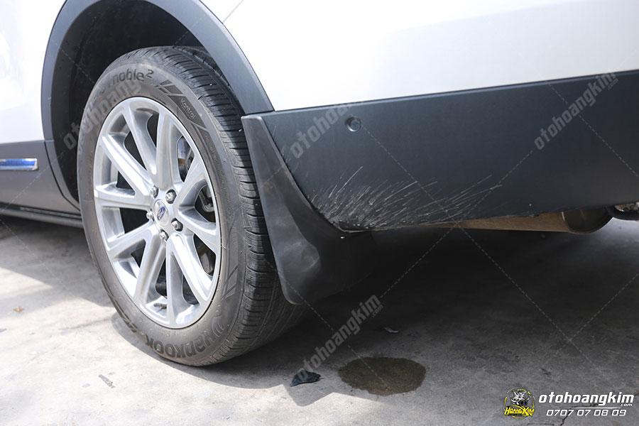 Chắn bùn cho ô tô giúp bảo vệ gầm xe sạch sẽ