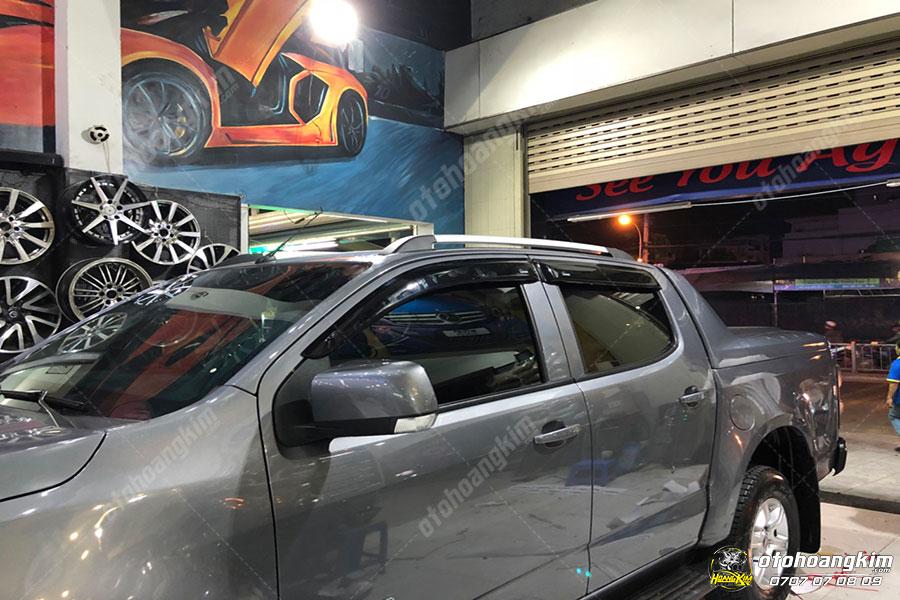 Giá nóc cao gắn trên xe Nissan Navara