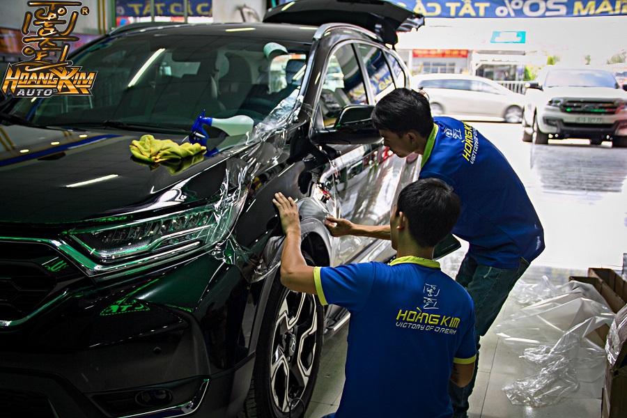 Học dán PPF ô tô tại Hoàng Kim luôn được hướng dẫn từ các thợ chuyên nghiệp
