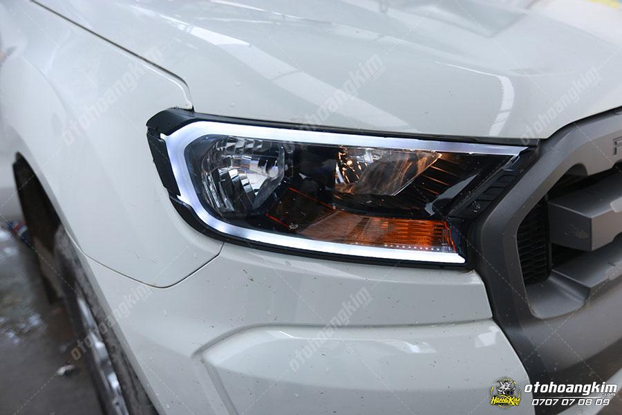 Ô tô Hoàng Kim lắp đặt ốp viền trước Ford Ranger