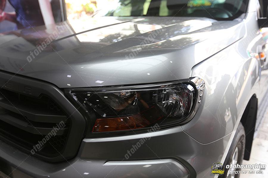 Chiếc Ford Everest được ô tô Hoàng Kim lắp đặt ốp viền đèn trước sang trọng