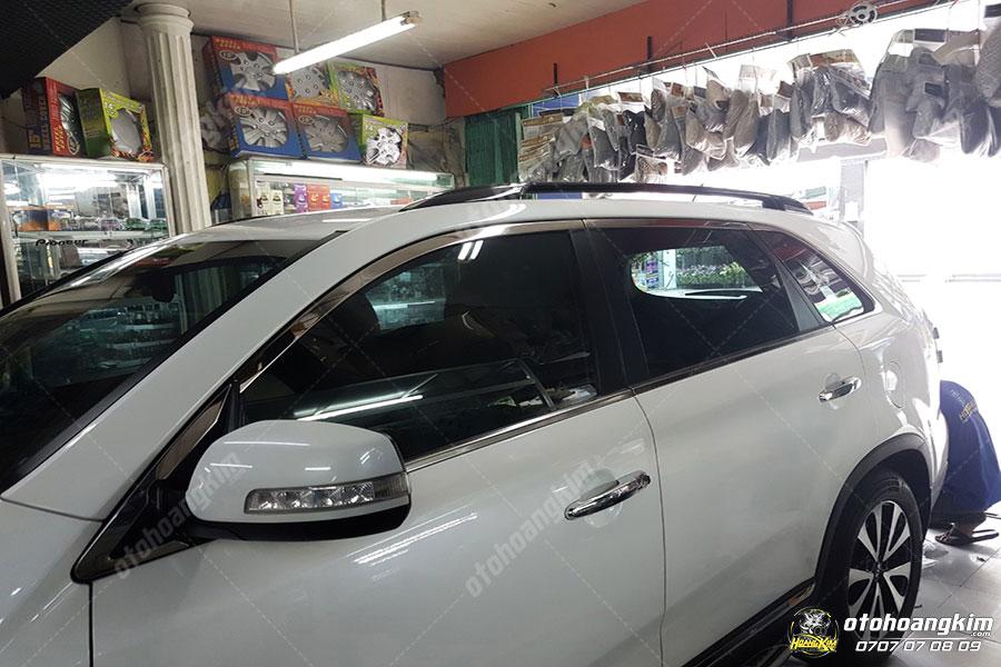 Viền kính ô tô Sorento