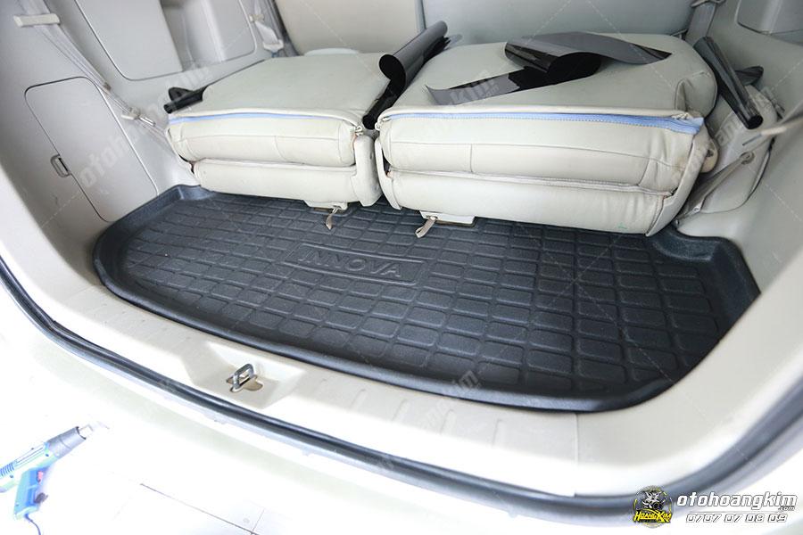 Lót cốp ô tô chất liệu nhựa giúp giữ vệ sinh sạch sẽ cho phần cốp
