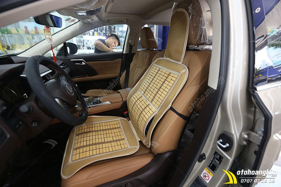 Lót ghế ô tô chất liệu gỗ dẹp kèm da giả