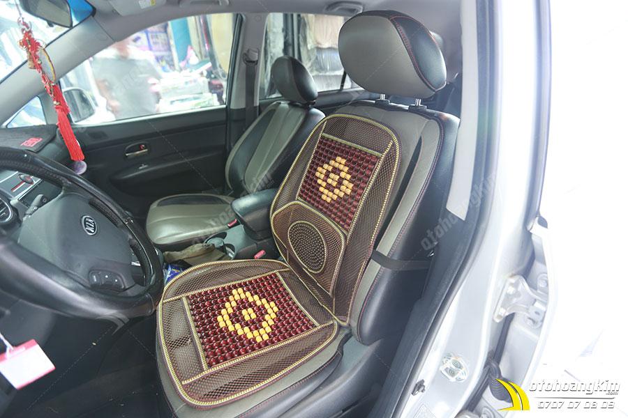 Lót ghế ô tô chất liệu gỗ và lưới