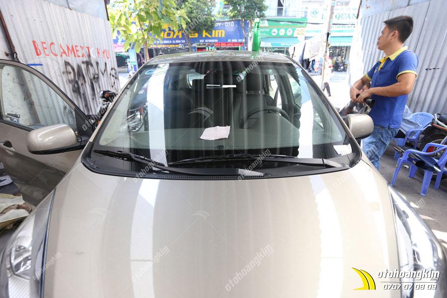 Gắn lưỡi gạt nước kính ô tô trên Kia Morning