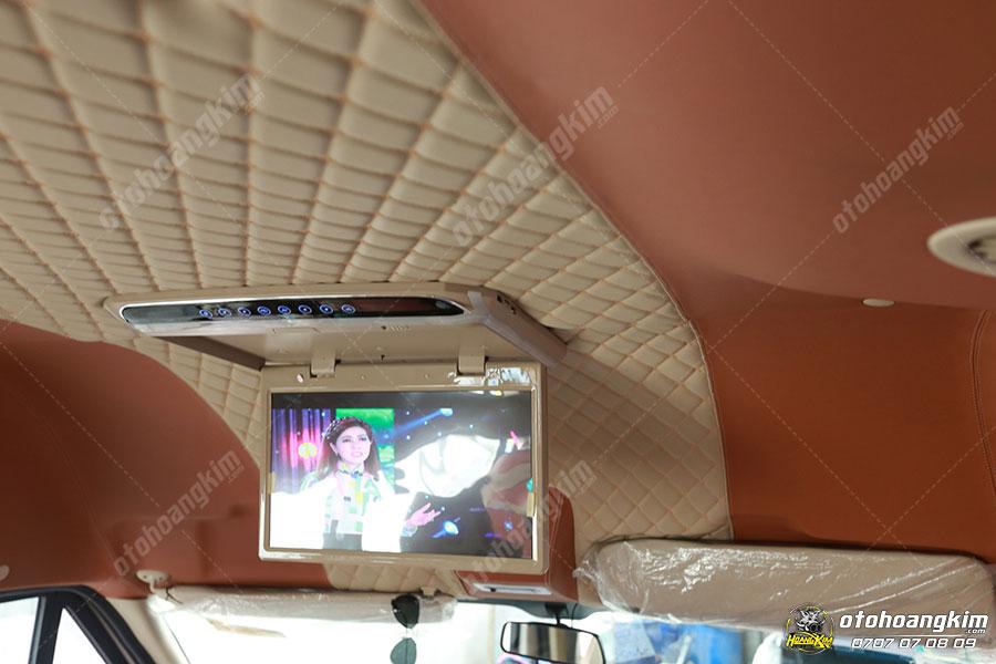 Màn hình ốp trần xe Ford Transit