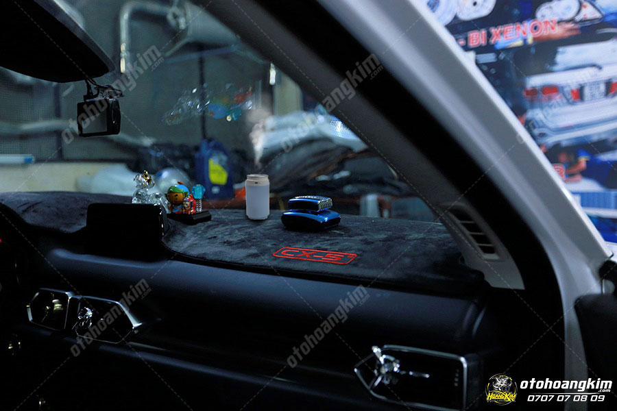 Máy phun tinh dầu ô tô mini