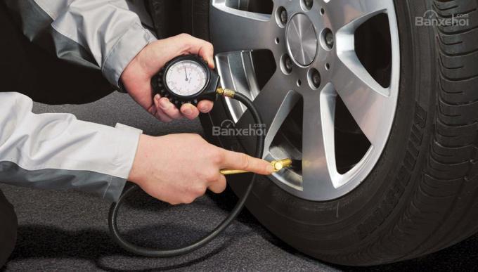 Mua lốp xe ô tô cũ - lợi bất cập hại