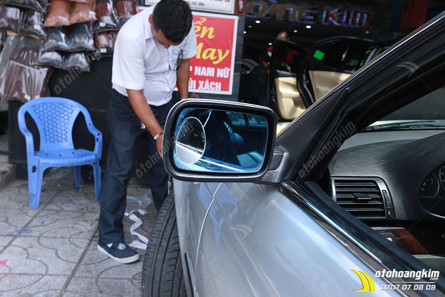 Miếng dán chống nước gương ô tô giúp tài xế quan sát gương chiếu hậu tốt hơn kể cả trong trời mưa