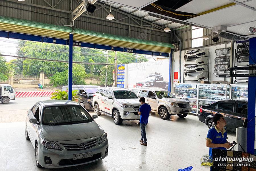 Quý khách có thể đến bất kỳ chi nhánh nào của Ô tô Hoàng Kim để mua và lắp body kit chính hãng