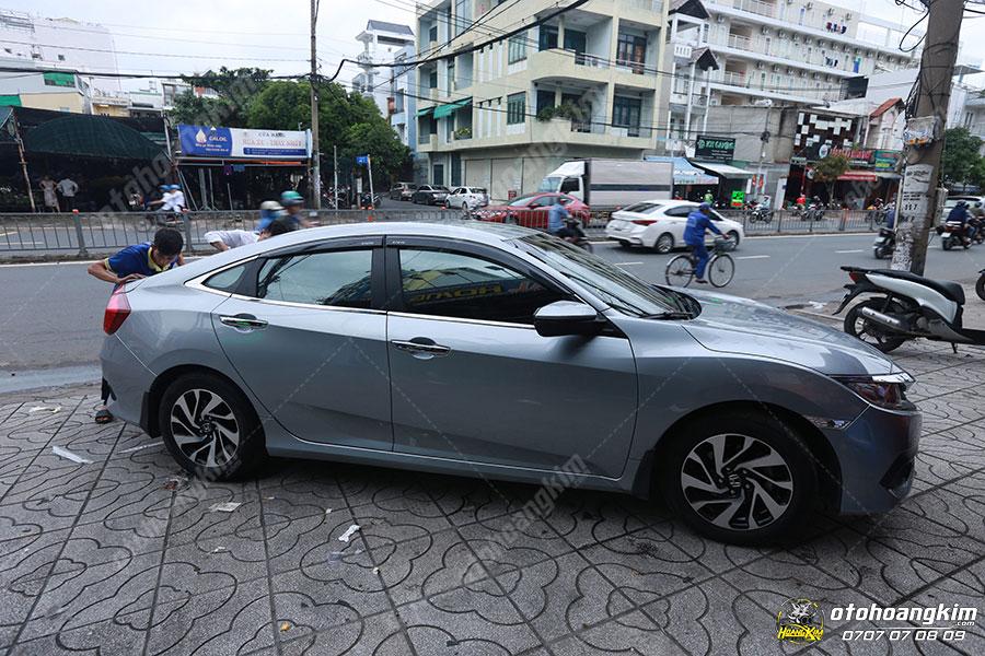 Viền khung kính mua tại ô tô Hoàng Kim