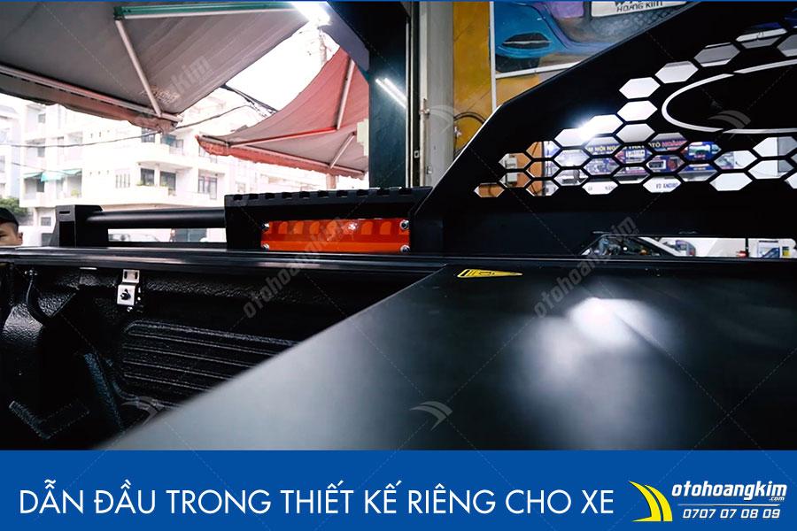Điều khiển dễ dàng chỉ cần một thao tác bấm nút nắp thùng cuộn điện Ford Ranger sẽ tự động cuộn vào