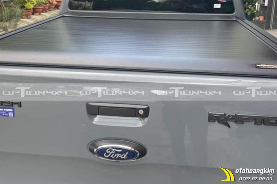Nắp thùng cuộn điện Option 4x4 được thiết kế vừa khít với thùng xe Raptor
