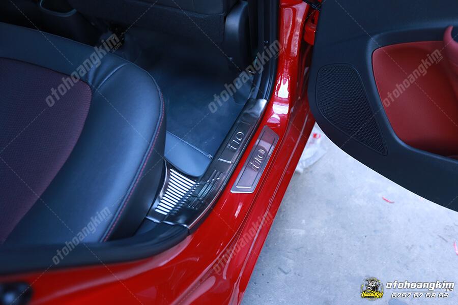 Nẹp bước chân ô tô phần nhựa cho Hyundai I10