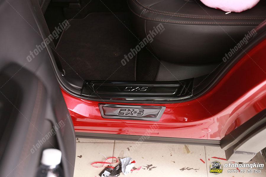 Mẫu nẹp bước chân ô tô phần bên trong cho chiếc CX5