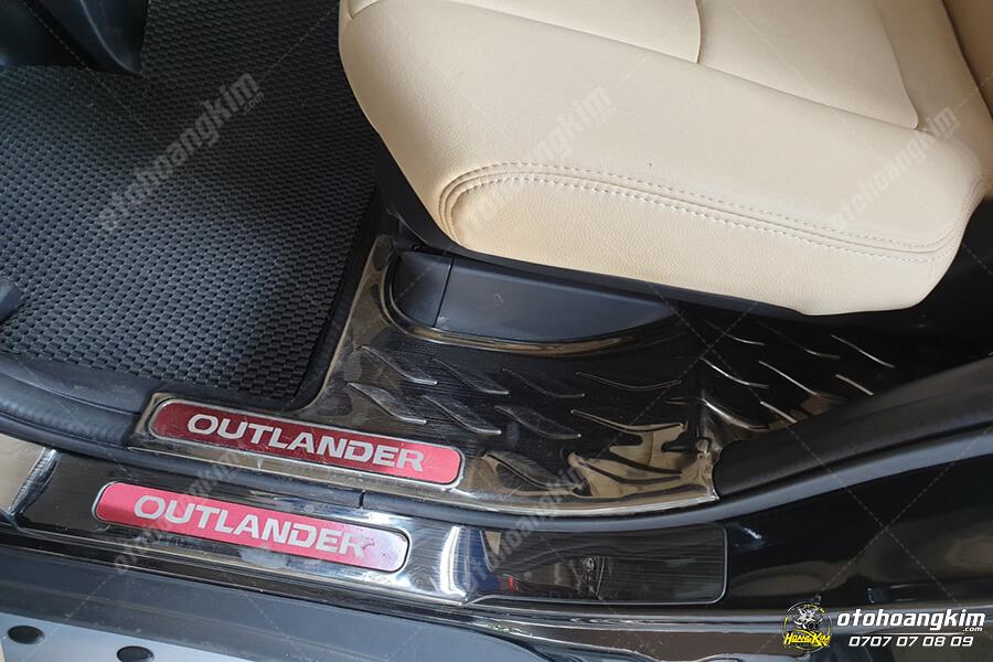 Bộ nẹp bước chân ô tô của Mitsubishi Outlander