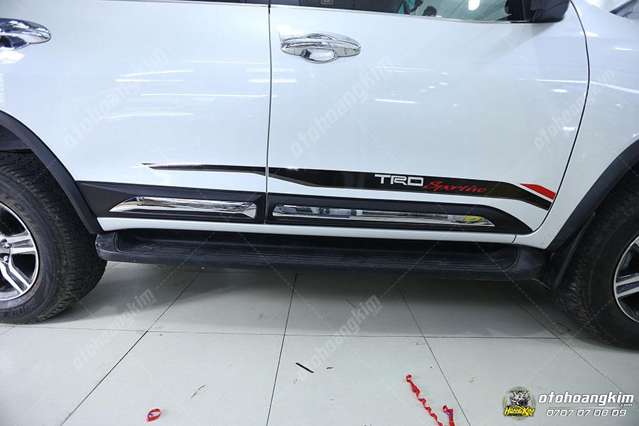 Nẹp sườn Fortuner là phụ kiện cần thiết cho xe mà bất cứ chủ xe nào cũng nên gắn cho ô tô của mình
