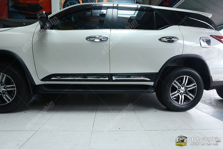 Nẹp sườn Fortuner bảo vệ phần hông xe hiệu quả