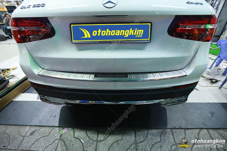 Ô tô Hoàng Kim chuyên bán và lắp chống trầy cốp phần sơn cho ô tô