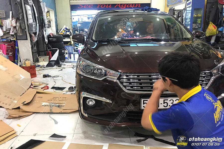 Ô tô Hoàng Kim chuyên bán và lắp viền đèn trước ô tô