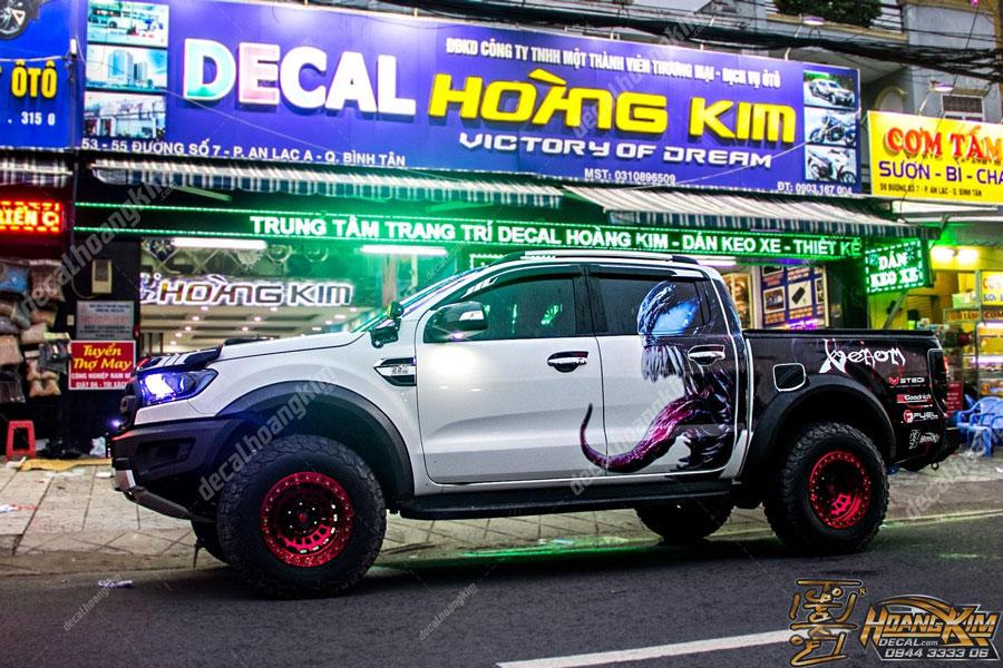 Chi nhánh Ô Tô Hoàng Kim dán tem xe Ford Ranger tại Bình Tân