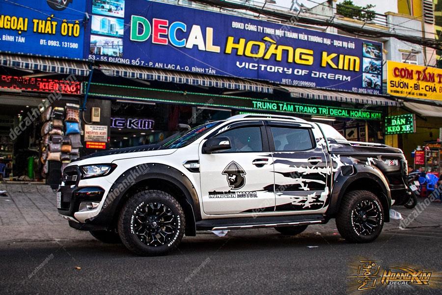 Ô Tô Hoàng Kim dán tem xe Ford Ranger