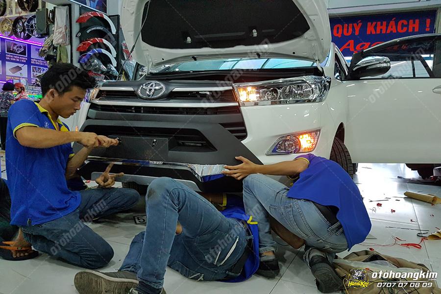 Ô tô Hoàng Kim chuyên cung cấp và lắp ốp ga lăng ô tô