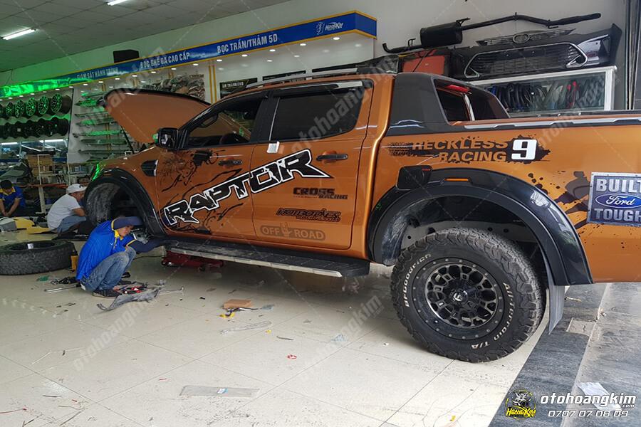 Ô tô Hoàng Kim đang thực hiện thay lazang ô tô cho chiếc Ford Ranger