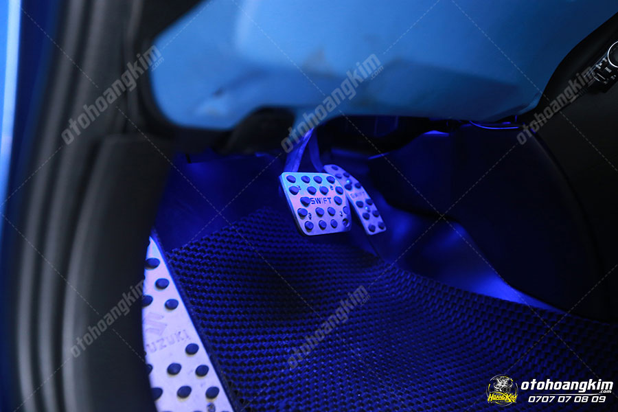 Ốp bàn đạp - phụ tùng ô tô cho phần nội thất