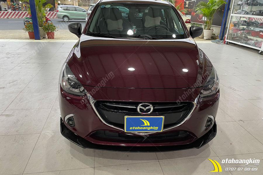 Ốp cản trước ô tô gắn trên xe Mazda 2