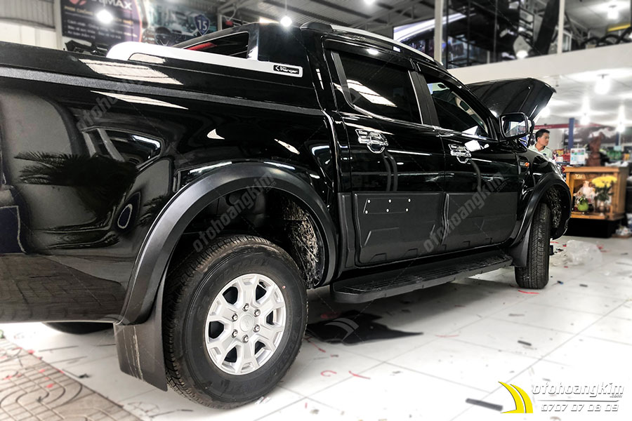 Mẫu ốp của lốp Ford Ranger nhỏ thiết kế trơn đơn giản