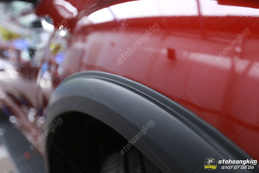 Ốp cua lốp ô tô bảo vệ cua lốp an toàn khỏi va trạm