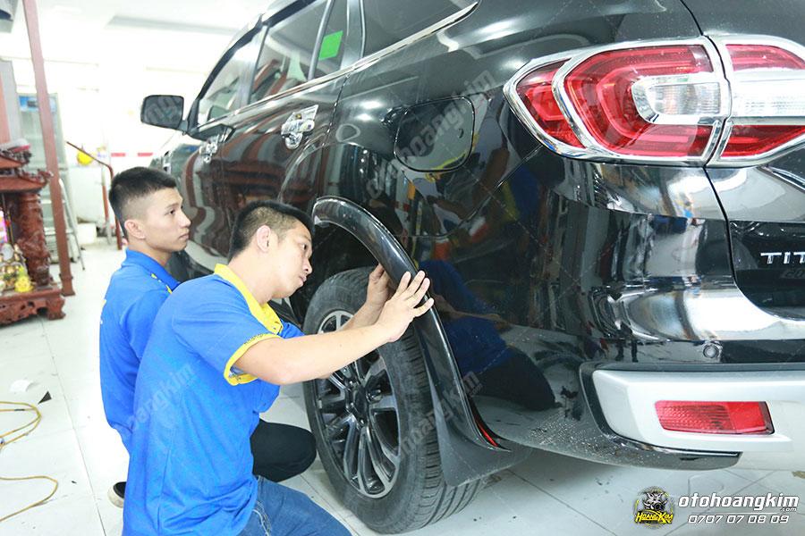 Mua ốp cua lốp ô tô tại Hoàng Kim sẽ được lắp ráp miễn phí