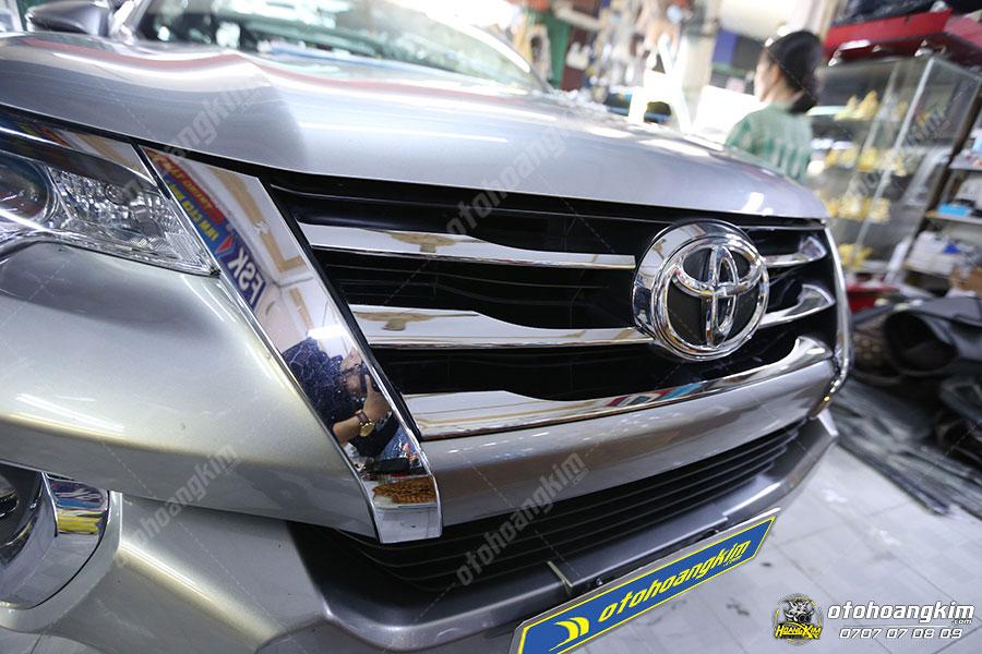 Ốp ga lăng ô tô với chất liệu nhựa mạ crom sáng bóng