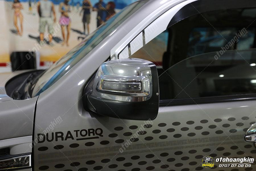 Lắp ốp gương chiếu hậu Ford Everest có đèn tại Ô Tô Hoàng Kim chi nhánh Tp.HCM và Bình Dương