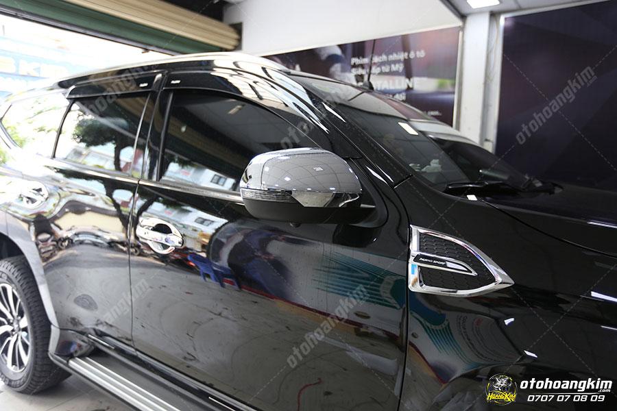 Ốp mang cá ô tô sang trọng của chiếc Mitsubishi Pajero