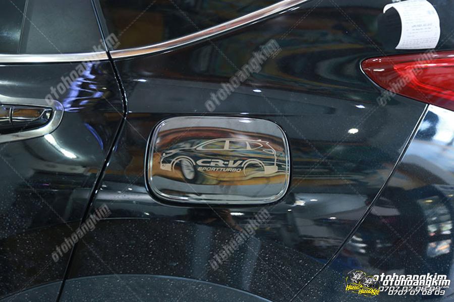 Ốp nắp bình xăng Honda CRV được thay tại Ô tô Hoàng Kim