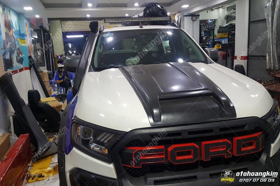 Ốp nắp capo mẫu đơn giản nhưng cực mạnh mẽ của chiếc Ford Ranger