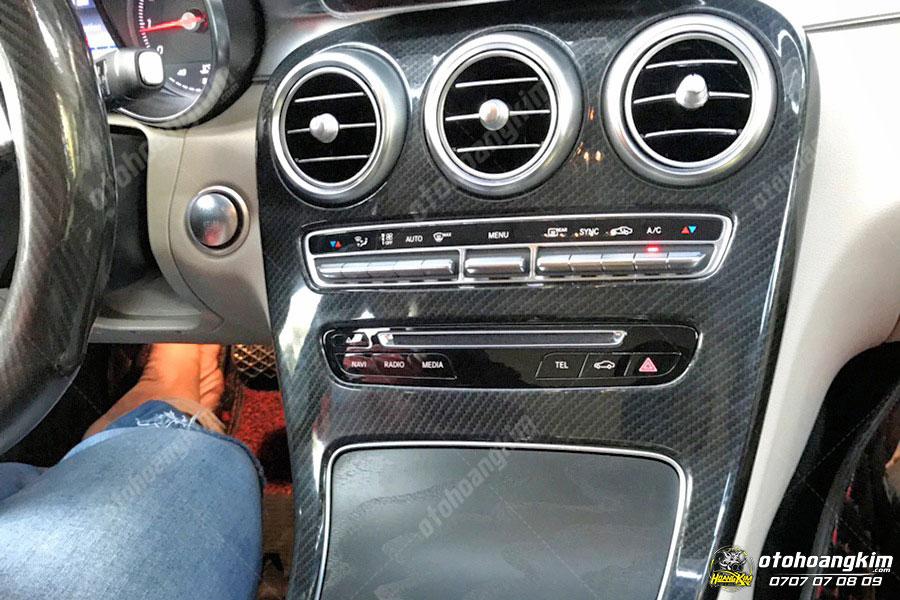 Ốp nội thất ô tô họa tiết carbon cho chiếc Mercedes
