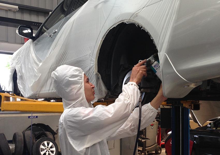 quy trình sơn phủ gầm xe tại hoàng kim